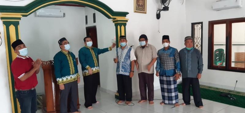 Dosen Unila Beri Bantuan Panel Tenaga Surya ke Masjid