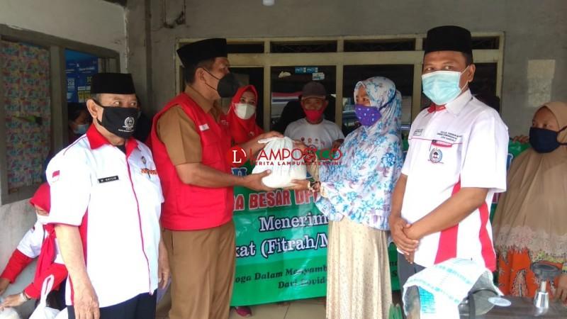 DPD LPM Salurkan 450 Paket Zakat Fitrah untuk Warga Bandar Lampung