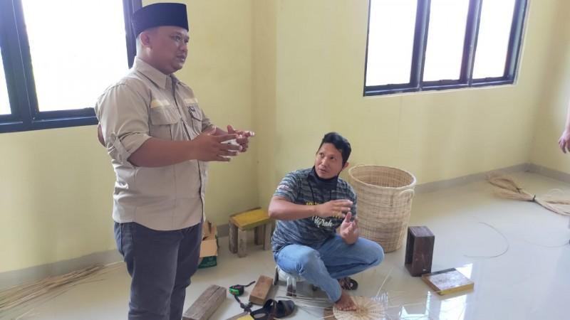 DPRD Dorong Usaha Kerajinan Rotan di Bandar Lampung agar Lebih Berkembang