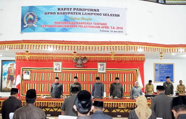 DPRD Lamsel Gelar ParipurnaLaporan Pertanggungjawaban APBD 2018