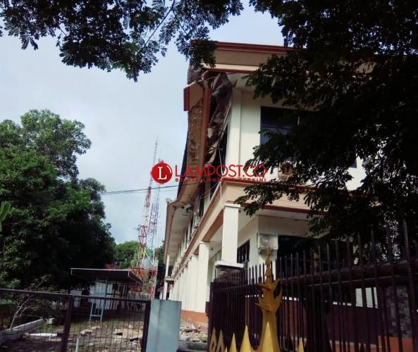 DPU-PR Lamsel Belum Pebaiki Lisplang Gedung Setkab yang Amrol