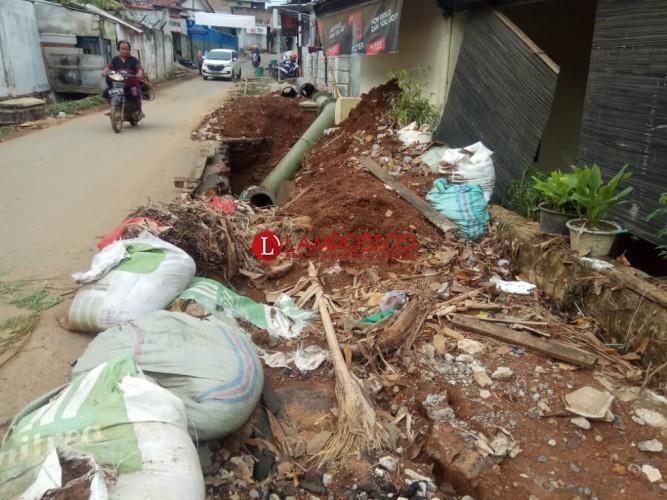 Drainase Tertutup Proyek SPAM, Rumah Erik Kebanjiran