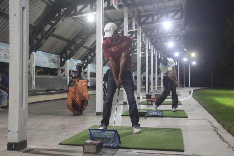 Driving Range Padang Golf Sukarame Buka Malam Hari