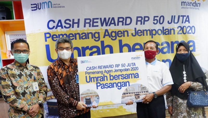 Dua Agen Bank Mandiri di Lampung Raih Hadiah Umroh Berpasangan