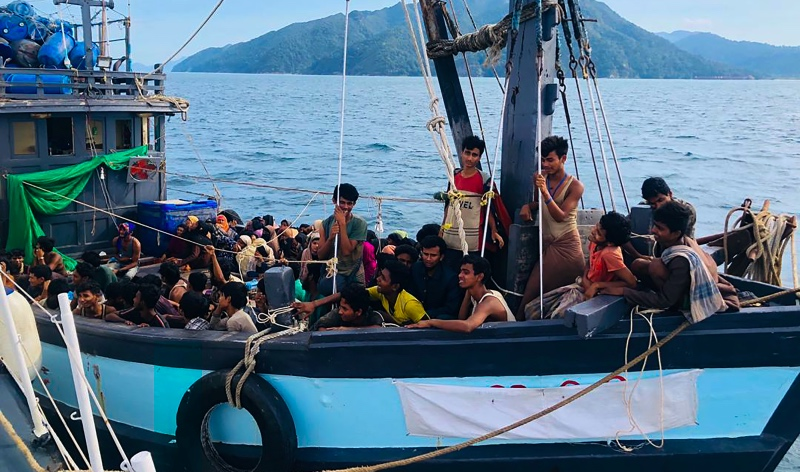 Dua Bulan Terdampar, 60 Warga Rohingya Tewas di Kapal