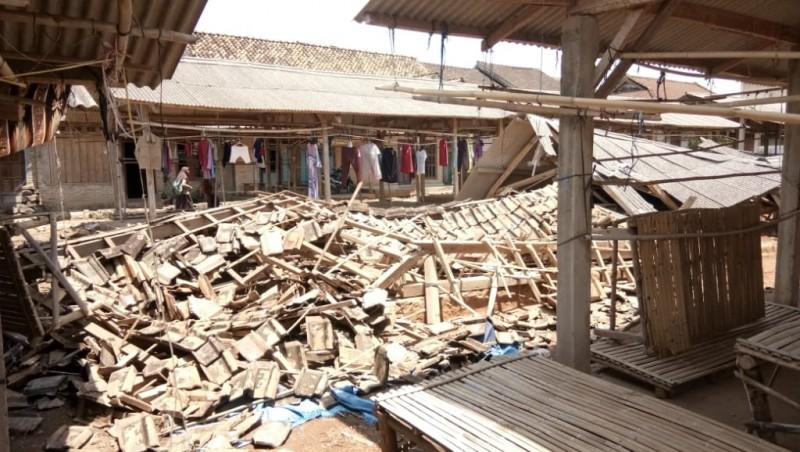 Dua Los Pasar Tradisional Desa Sukaraja Ambruk