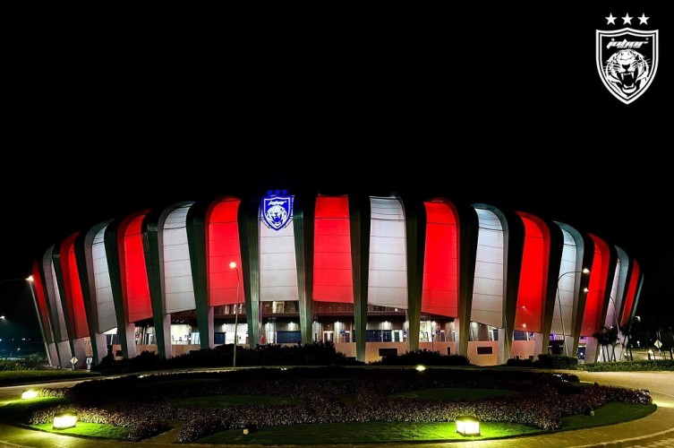 Duka KRI Nanggala, Stadion Malaysia Nyalakan Merah Putih