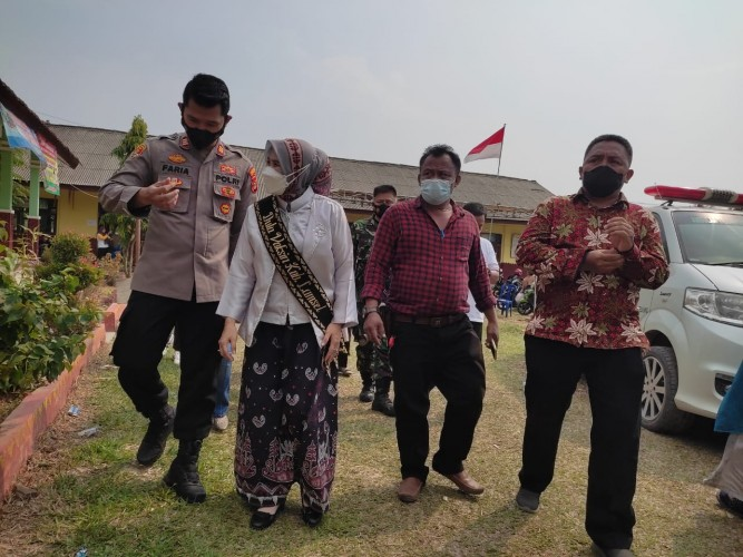 Duta Vaksin Lampung Selatan Tinjau Vaksinasi di Tanjungbintang