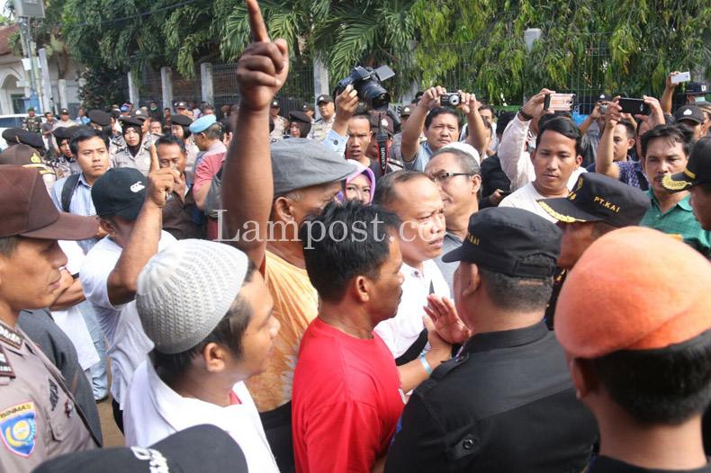 Eksekusi Rumah Dinas PT KAI di Pasir Gintung Dihalangi Warga
