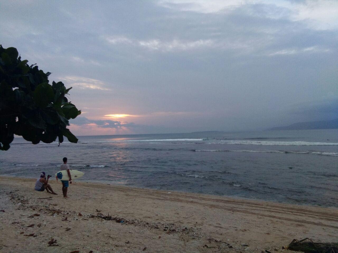 Pantai Labuhanjukung Surga Peselancar