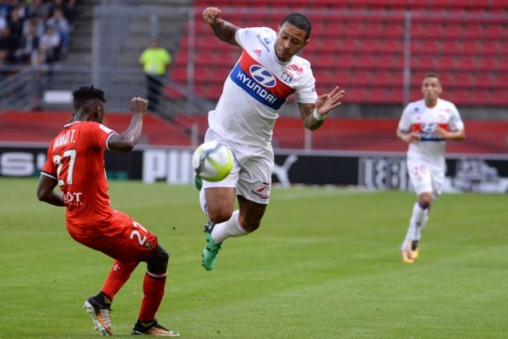 Gol Pamungkas Depay Antarkan Lyonnais Tekuk PSG 2-1