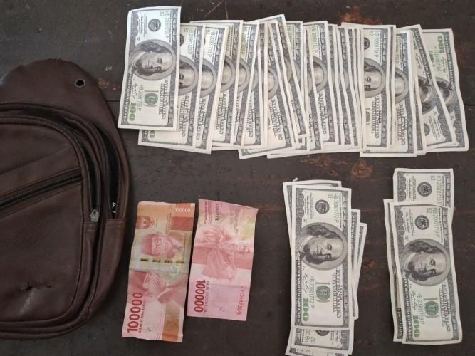 Edarkan Uang Dolar Palsu, Dua Warga Talangpadang Ditangkap Polisi
