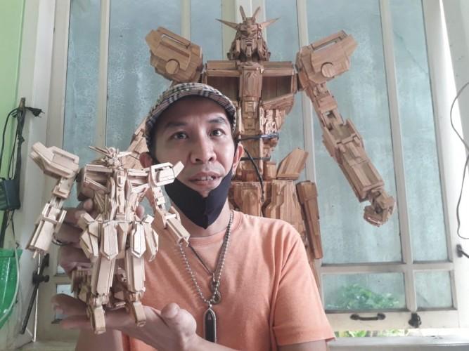 Edy Ciptakan Replika Robot dari Stik Es Krim