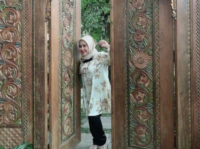 Elvy Sukaesih Positif Covid-19, Keluarga Sampaikan Permohonan Maaf
