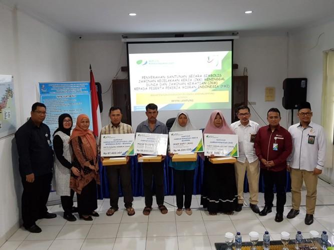 Empat Ahli Waris Pekerja Migran Terima Santunan dari BPJamsostek Bandar Lampung