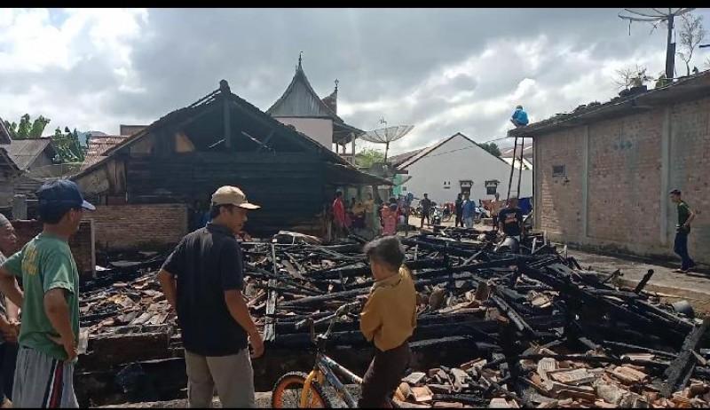 Empat Rumah Warga Way Tenong Terbakar