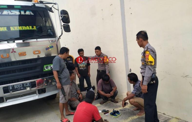 Empat Sopir Truk Digulung Polisi Saat Pesta Sabu