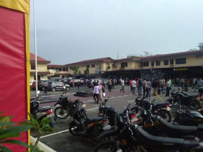 Enam Orang Terluka akibat Bom Bunuh Diri di Mapolrestabes Medan