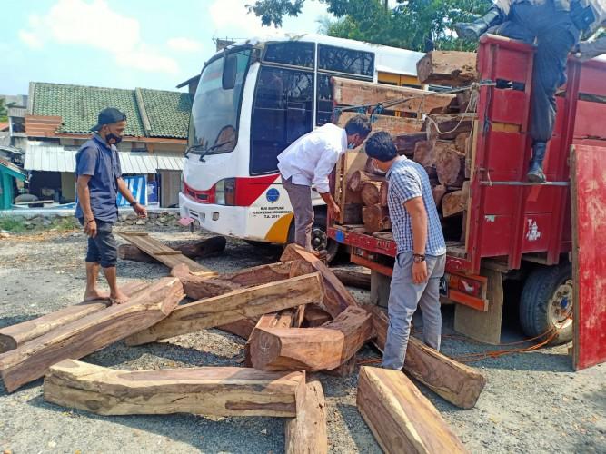 Enam Pembalak Liar Hutan Register 21 Ditangkap