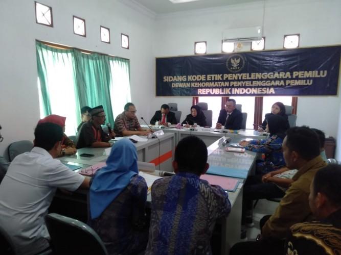 Esti Nur Fatonah Jalani Sidang Etik Kasus Jual Beli Kursi KPU