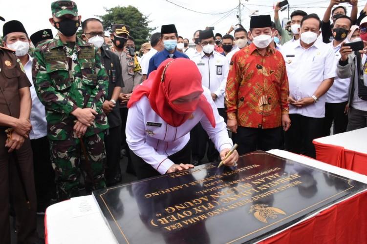 Eva Dwiana Resmikan Flyover Sultan Agung