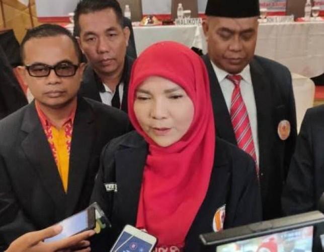 Eva Gandeng Mantan Asisten Pemkot Maju Pilwakot