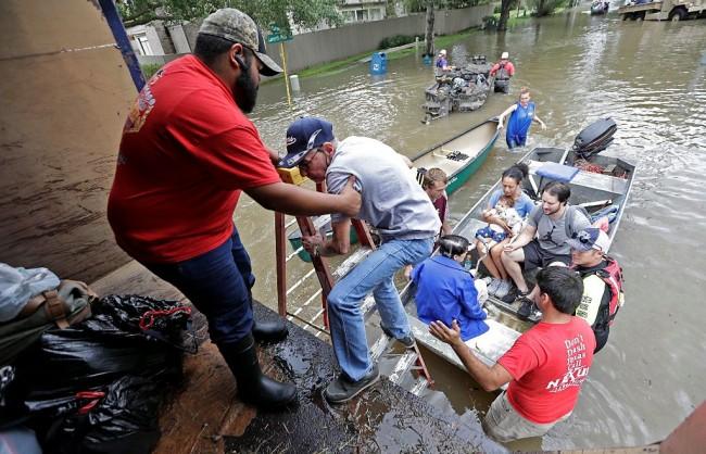 120 WNI di Texas Dievakuasi Akibat Terjangan Badai Harvey