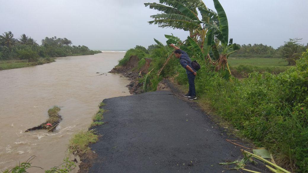 Pengendara Diminta Waspada Saat Melintasi Jalan Liwa-Krui