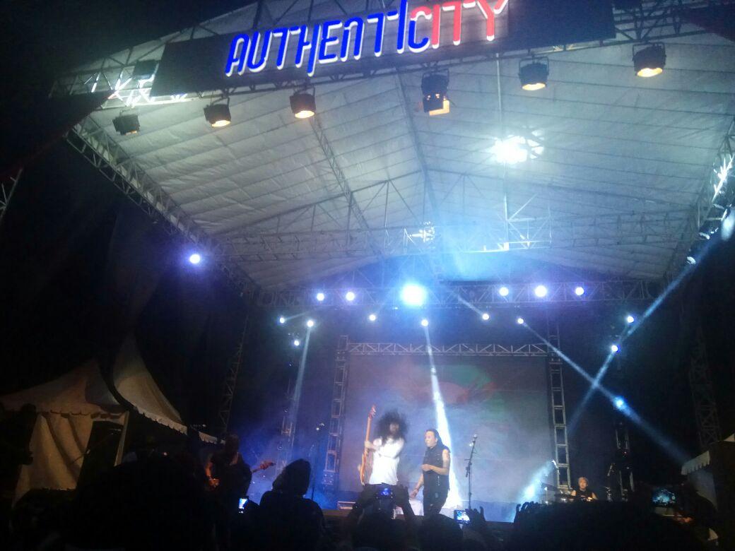 Penampilan Roy xJpi Tutup Authentic City Fest 2017