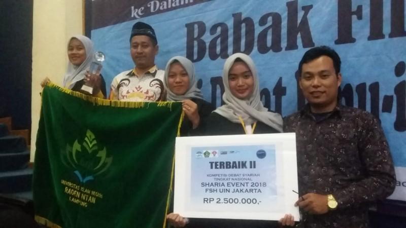Fakultas Syariah UIN Lampung Juara 2 Nasional Lomba Debat Hukum Islam