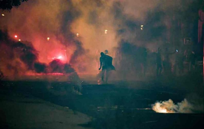 Fan PSG Bentrok dengan Polisi Saat Nobar Final Liga Champions