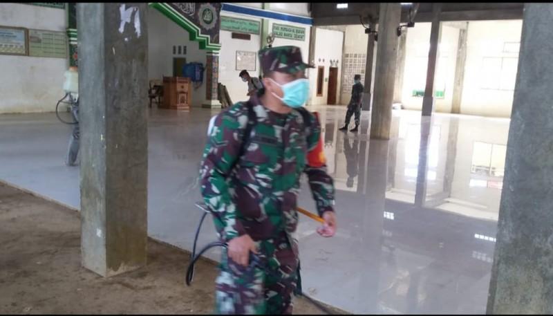 Fasilitas Umum di Kampung Tanjungbulan Jadi Sasaran Disinfeksi