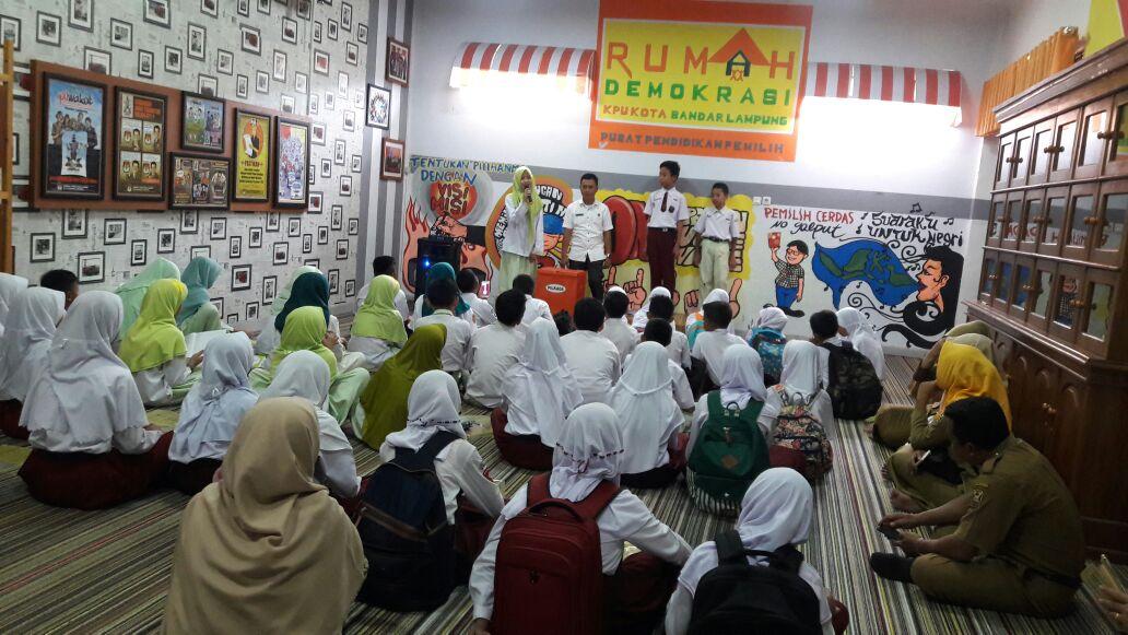 50 Pelajar Usia Prapemilih Belajar Kepemiluan di KPU Kota Bandar Lampung