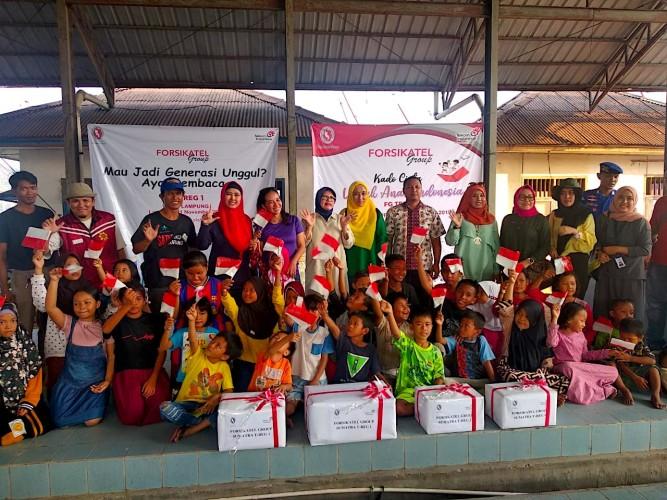 Forsikatel Sumatera Donasikan Buku untuk Anak-anak Pesisir Lampung