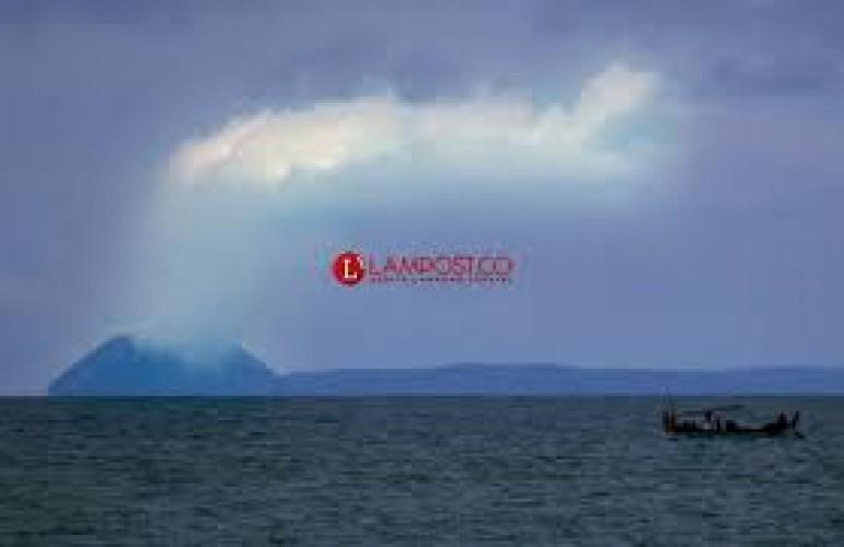 GAK Semburkan Abu Vulkanik Setinggi 2 Km