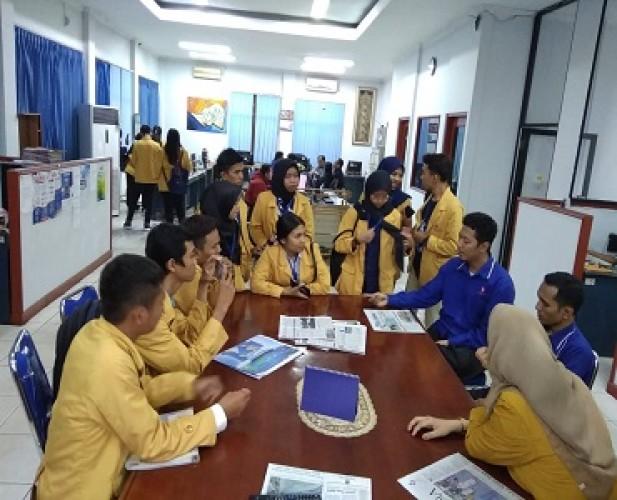 Gali Ilmu Jurnalistik, Permata Umitra Sambangi Dapur Redaksi Lampung Post