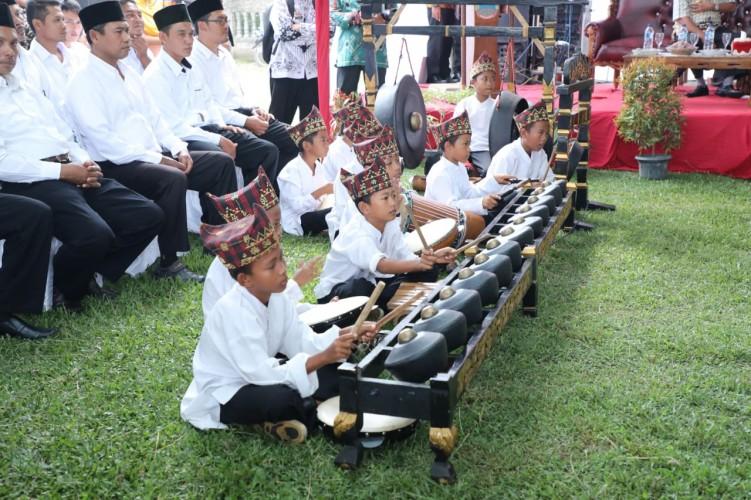 Gamelan dan Tari Sigeh Pengunten Pukau Plt Bupati Lamsel di Musrenbang Tanjungsari