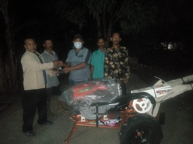 Garnita Malahayati NasDem Lampung Salurkan Bantuan 10 Traktor