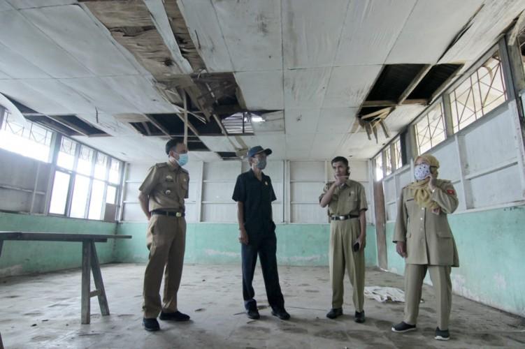 Gedung Aula dan Perumahan SDN 3 Bandarbaru Rusak Berat