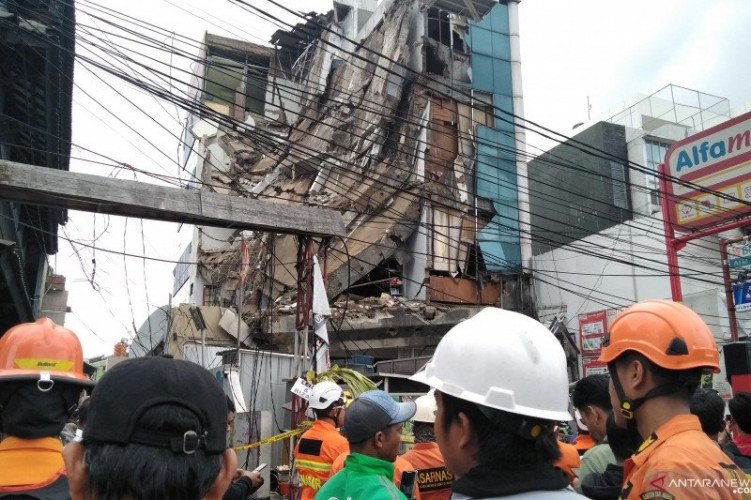 Gedung di Palmerah Runtuh, Tiga Orang Terluka