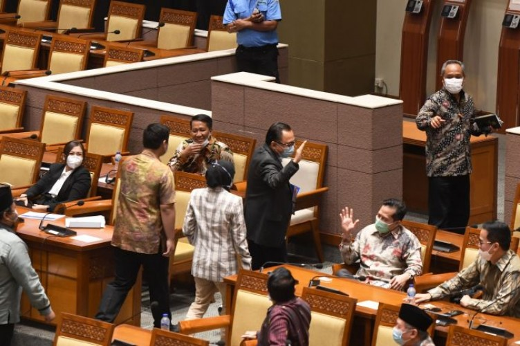 Gedung DPR Wajib Ditutup Usai 18 Legislator Positif Covid-19