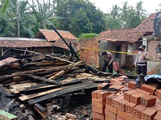 Gegara Api Tungku, Rumah Warga Sinarwaya Terbakar