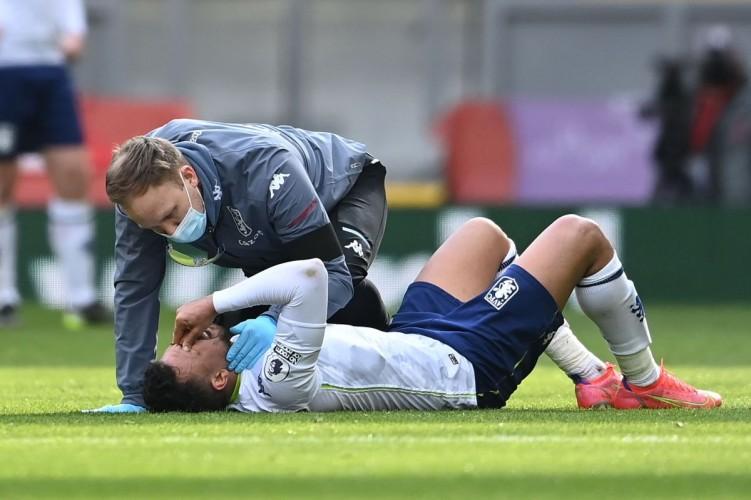 Gelandang Aston Villa Jalani Operasi Lutut