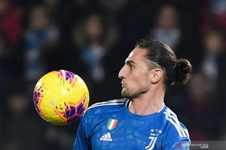 Gelandang Juventus Tertawakan Rumor Keterlambatan dan Gaji