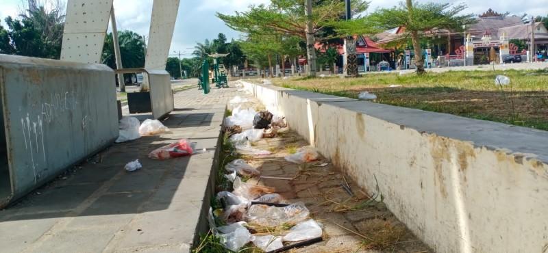 Aktivitas Warga di PKOR Way Halim Menyisakan Sampah