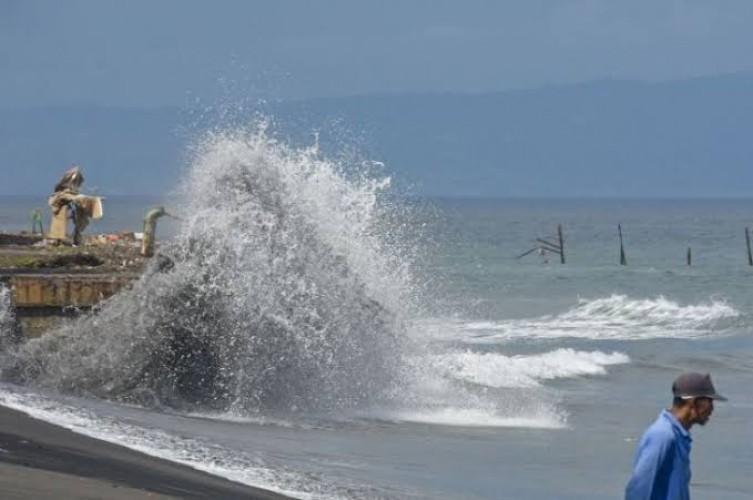 Gelombang hingga 4 Meter Ancam Perairan Barat Lampung