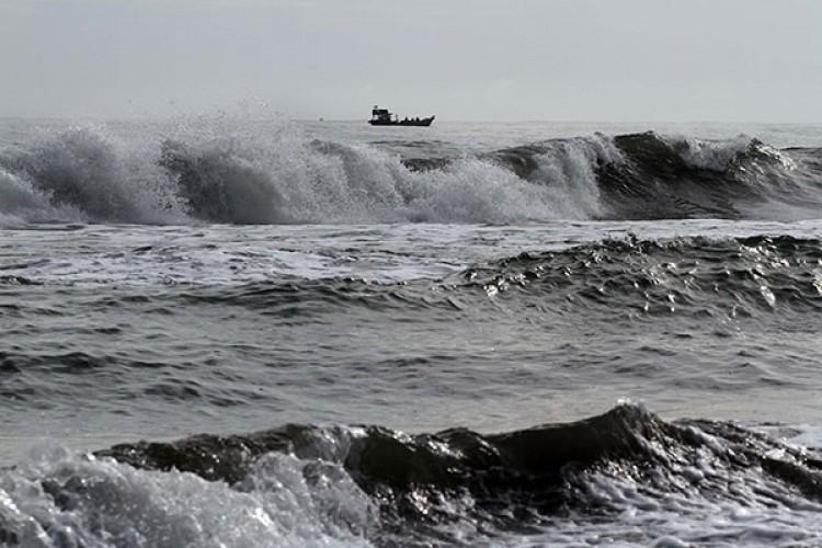 Gelombang Laut Sangat Tinggi Ancam Wilayah Pesisir
