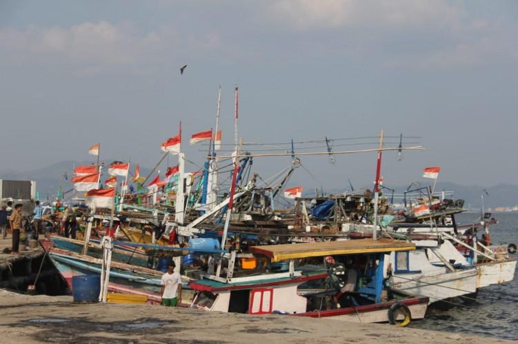 Gelombang Tinggi Berpotensi Terjang Pesisir Lampung