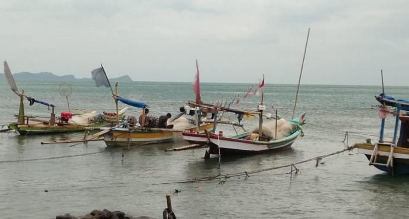 Gelombang Tinggi, Nelayan Waymuli Timur Enggan Melaut