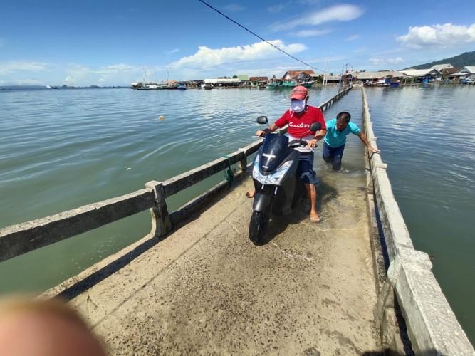 Gelombang Tinggi Picu Banjir Rob di Lampung